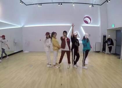 #在韩国超火的视频#Apink跳男团舞蹈 fire + bangbangbang😂 反正我是笑着看完的☺#舞蹈#