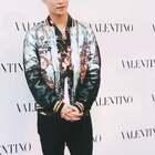 张艺兴出席Valentino CANDYSTUD FACTORY活动,今天的兴宝宝是blingbling的摩登都市小王子!#张艺兴##明星##精选#