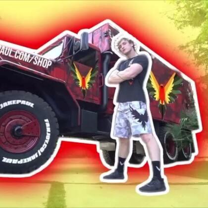 我抢了我弟弟的新车,他一定很想打死我😂😂#热门##搞笑#