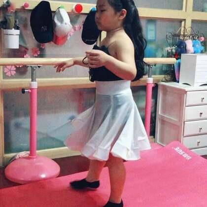 #舞蹈#她总会花很长时间一个人安安静静地在那里思索同一个舞步