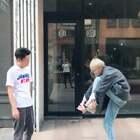 #穿越手臂挑战##精选#@美拍小助手 @小鑫搭配师 @阿薇搭配师 进不去就脱鞋,听说只有身材好的才可以做到🤩