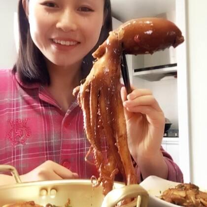 #吃货##美食#。一天的吃秀。哈哈,🐙肉太弹,感觉肚子不消化 ……晚上出门走了一大圈…… 八爪爆头真的很爽……啦啦啦~点赞❤️对雁子很重要哦……