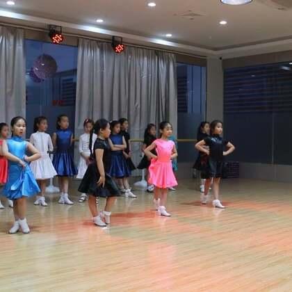 #舞蹈##拉丁舞#朱老师为什么选出了这四位?你来说说,她们的优点是什么呢???