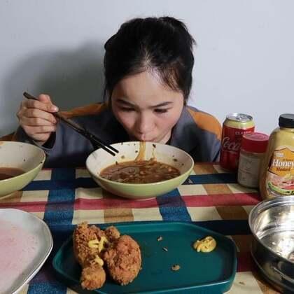 (2)吃播 肥肠刀削面/酸辣粉/炸鸡/烤鸡腿/小番茄配梅粉~ 原速链接:http://www.bilibili.com/video/av22704527#吃秀#