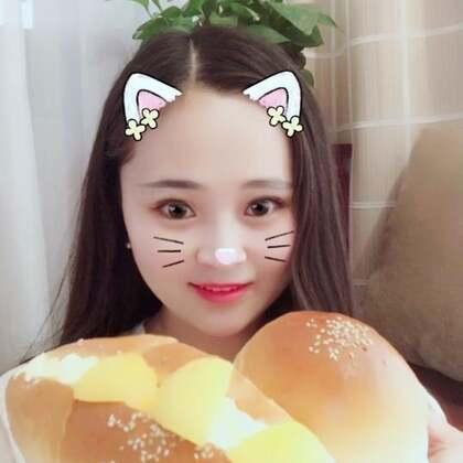 #美食##吃秀##奶油面包超好吃,做法在上一条视频,这么晚了发出来你们看看就好了,千万不要去吃夜宵哦!高高的养生小屋 https://weidian.com/s/501537503?ifr=shopdetail&wfr=c