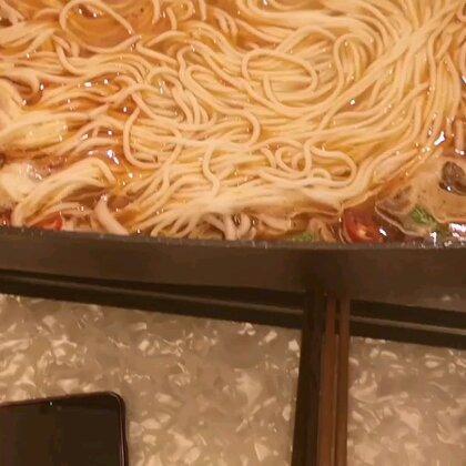 炖粉牛肉汤是老汤头,鲜香无比!牛肉干超级好吃做法工艺很难,几公斤肉才会出那么一点,好吃的不要不要的!好友空运过来的!大爱#湖南米粉##吃秀#