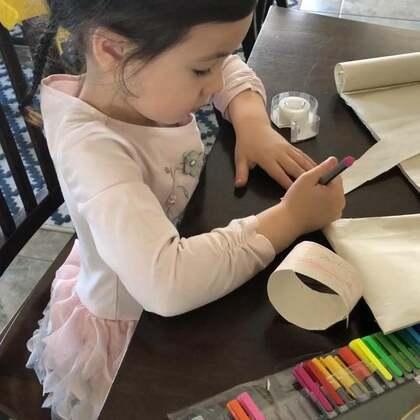 #视频存货3/3/2018# 下午带布丁去一个生日趴,她自己动手做了一个小小的礼物和生日贺卡,小小年纪的她真是太有心了…❤️😜👍👍#礼轻情意重#