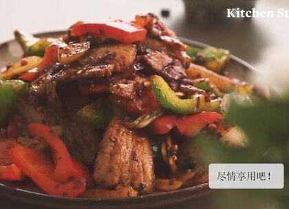 世界上有不能用回锅肉解决的问题吗?香喷喷的回锅肉配上米饭,让你顿时元气满满,战斗力爆棚。 #美食##食谱##家常菜#