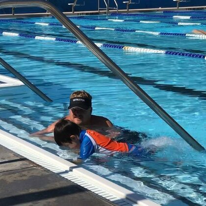 为期两周的游泳课🏊今天是第二节,小C不敢游大妮妮怕教练😅俩人都不愿意下水。真的是越大越不好学了。#宝宝##宝宝学游泳##我要上热门#@美拍小助手 @混血宝宝大本营 @宝宝频道官方账号