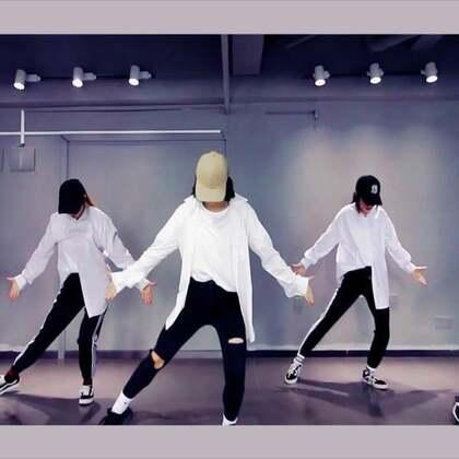 #舞蹈##1million dance studio##敏雅音乐# 经典的迈克尔杰克逊的歌曲新跳!1m男神 junsun @JunsunYooReal @1M_dance @1MILLION_OFFICIAL 白衬衣女子出没~