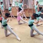#舞蹈#颂赞未来舞蹈艺术团 第一节课学了一组动作。虽然很乱 值得表扬。#宝宝#