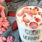 ✨草莓牛奶大果粒😋炒鸡简单而且巨好喝,今天是母亲节,祝天下所有的妈妈母亲节快乐😘#妈妈尝尝我的菜#@美拍小助手 #美食##网红饮料#