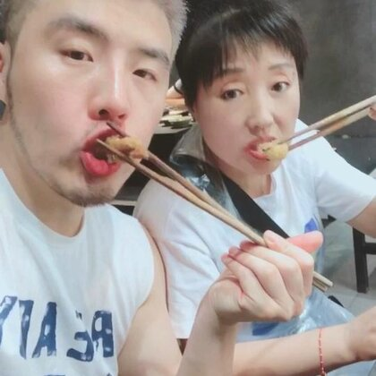 来重庆最不能错过的就是火锅!重庆还有什么好吃的美食快点留言告诉我!我要带我妈妈去吃@兔芽姐姐