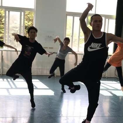 重庆师范大学站顺利结束[呲牙]下一站重庆艺术学院[嘴唇]来的私信[强][强][爱心]#舞蹈##蒙古舞#