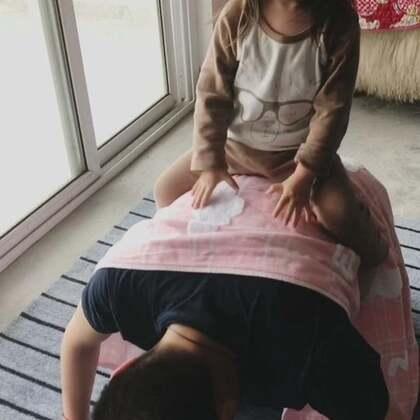 爸爸原来还可以这么玩的😂祝所有妈妈们母亲节快乐🎁#宝宝##母亲节快乐#@美拍小助手 @宝宝频道官方账号