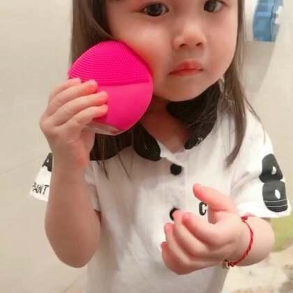 #宝宝##我要上热门##宝宝洗脸#老师布置回家的任务自己洗脸,好吧,cici你真的很认真完成。