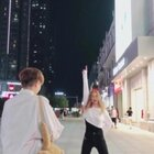 #陌生人背后尬舞#哎呀 怎么都一起录了#精选##舞蹈#
