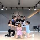 #舞蹈##LATATA# 排练视频 有很多不完美 顺便试一下美拍的特效功能 😁 这次会拍美美的完整视频发出来 期待吧🤪