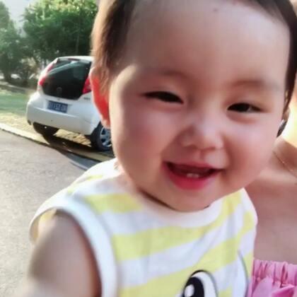 最近天气真好,就是米米太怕热了,一整天身上都是汗,游泳回来爸爸逗她,超搞笑的 jam11_1994👗 #宝宝##亲子时光##精选#