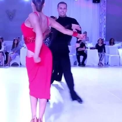 开场前5秒的后背律动……看傻了,这就是职业舞者的伦巴!#热门##拉丁舞##舞蹈#