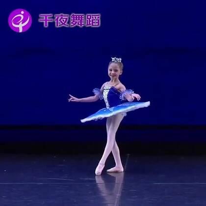 妥妥的芭蕾小公主啊有没有!太可爱啦~哪个女孩心里没有个芭蕾梦呢~#舞蹈##芭蕾##表演#端午拉丁芭蕾特训12大城市同步开启6.16-6.18,详情戳https://mp.weixin.qq.com/s/MAvMyoSrbIyb8I9ck78PEA