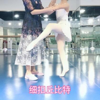 #芭蕾##少儿芭蕾##舞蹈#一段一分多的多的独舞记住动作看似简单,记住要求做出细节才是最难的😊。