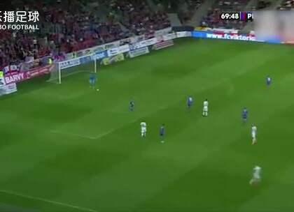 #乐播HOT#捷克联赛门将史诗级低级失误!这是猴子派来的卧底吧?#捷克##联赛#