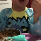 #宝宝##吃秀#喜闻乐见吃面「nuan」条🤣。糖蒜他说太辣,但是还不停口儿,对啦,糖蒜视频以前有发。需要的去看看。😋