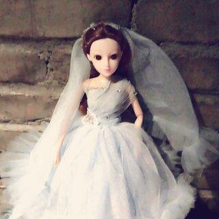 #娃娃#今天带娃出去玩了,你觉得她的衣服是什么颜色的吗?