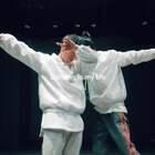 """云杰老师@云杰Van 和@N丶奶茶 的""""白火"""",小编问奶茶为啥这个是白火,他说因为这次穿的衣服是白色的。虽然衣服是白了,但脸还是hei呀。@嘉禾舞社国贸店#舞蹈##嘉禾舞社#"""