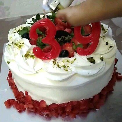 #《生日快乐》#今有事,蛋糕买来家里给小刘过生日的,录晚了,小刘生日快乐,爱你的爱你👄