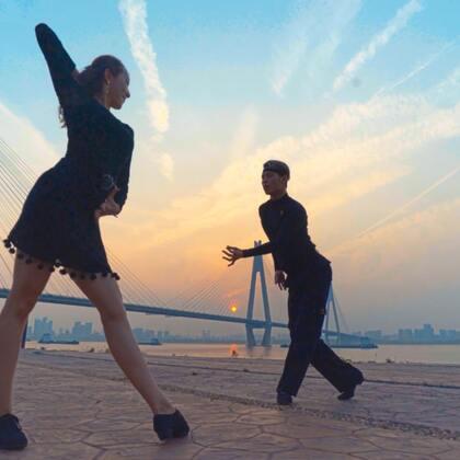 青梅竹马,两小无猜,这就是最美的爱情吧!青春年少时你还记得#蒲公英的约定#吗?#520告白挑战##舞蹈#融合风拉丁舞