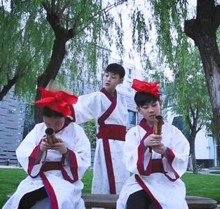 RMB小钢镚儿版的《中国话》来喽!三小只竟然玩穿越 @RMB轩轩 @RMB小钢镚儿-丁丁 @张浩文 #舞蹈##编舞##RMBCrew# 编舞:@Dy.95