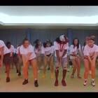周一旦斯特新视频上架!来自泰国夏立营的Dancehall课堂!官方君的小科普:Dancehall的大部分基本舞步其实是由牙买加人们日常生活的一些动作演变过来的。可以说他们已经生活和舞蹈已经融为一体了!@美拍小助手 @舞蹈频道官方账号 #dancehall##泰国夏令营##we are 伐木累#