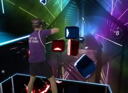国外一位网友分享他的VR音游Beat Saber试玩视频,副歌部分又燃又帅!#精选#