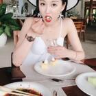 女孩子涂了口红怎么吃东西😂😂😂#精选##热门#
