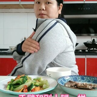 #吃秀##减肥##我要上热门#需要点精神粮食,最近情绪不好😂😂😂,你们心情不好,都是这么调节自己的?我以前都是去大吃大喝一顿,心情就好点😪😪