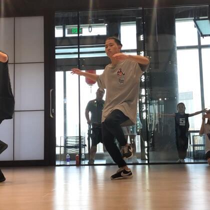 和我的西兰花朋友 Franklin yu 一起编了一段舞 我们很懒所以没有编很长 不过下次一定会更好🤪 @SINOSTAGE舞邦 #舞蹈#