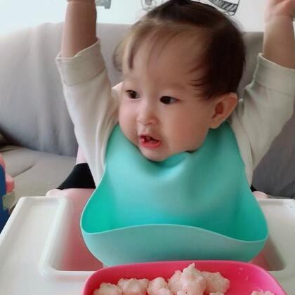 宝宝辅食虾滑,做法:虾仁、玉米淀粉、蛋清,打泥,煮熟。确定宝宝不过敏就可以吃,溪宝很喜欢啦,吃嗨了😅 #宝宝##宝宝辅食##溪宝10个月+20#