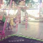 宝贝玩蹦床玩出新花样🤡空中一字马厉害了👍🏻缩脖子使劲好搞笑😂还有一个在旁边帮宝贝拽绳子帮助她弹跳而累成狗的我😆#搞笑宝宝##萌宝宝##宝宝#25+6@宝宝频道官方账号 @美拍小助手 @小冰 谢谢小冰的诗集收到了棒棒哒😘