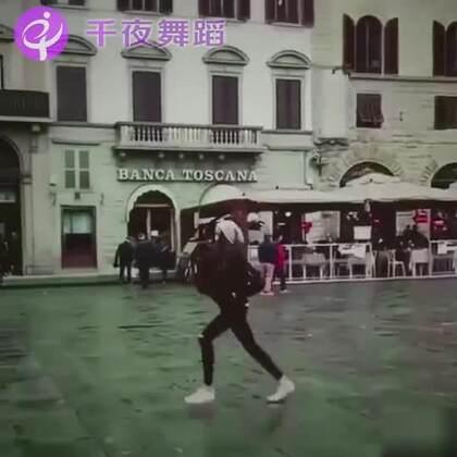 什么是舞者?就是走着走着就跳起来了😜😜#舞蹈##拉丁舞##芭蕾#端午拉丁芭蕾特训15大城市同步开启6.16-6.18,详情戳https://mp.weixin.qq.com/s/nMgqS2Fj5G0TGiAcTbquXg