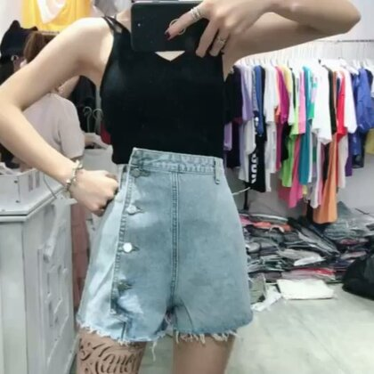 超好看的牛仔裤 一套真心显瘦 让你实现胸部以下全是腿的梦想 😄喜欢吗#穿秀##我要上热门@美拍小助手##显瘦显高搭配#