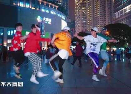 【kid singing in walmart】后面的大爷自带节奏😃#有颜##精选##舞蹈#@美拍小助手