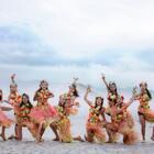 夏天跳舞太累太热怎么办?那就去海边啊,还可以跳草裙舞!快来看@单色舞蹈—小林 老师班级小仙女们的变装热舞吧~#精选##拉丁舞##舞蹈#