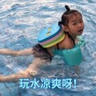太热了,莉莉游泳游到不肯走,五点游到八点,还说她一点都不累,可是我们就又饿又累。#宝宝##游泳#