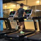#运动##美拍运动季##健身#今天要进行减脂,减腿臀赘肉和塑腹。建议以下的运动程序:先做拉伸与热身(可参考我的转发视频),然后才开始做今天的训练视频。一共有5项动作。每做完5项(大约5分钟)为1组。每做完1组休息90秒。总共做5-6组。加油😃