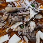 #美食##吃秀##地方美食#新疆必吃美食系列之特色椒麻鸡,麻辣鲜香,选用真正的柴鸡,肉质紧致Q弹,脂肪少,皮的油都很少很有嚼劲,必加千叶豆腐,藕,绿豆芽,青笋,金针菇,爽口很适合夏天吃