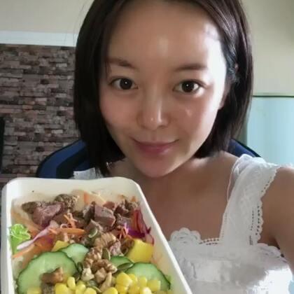 #健康减肥餐#这种吃法很不错哦,中午一定要吃。少油少盐。原谅我油腻腻的不想化妆,哈哈哈#我要上热门@美拍小助手#
