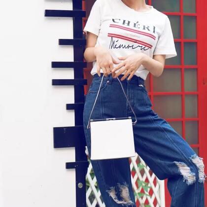 适合小个子女生的穿搭。字母T恤和高腰阔腿裤搭配,有木有一些复古感觉?#穿秀##i like 穿搭##我要上热门#@美拍小助手