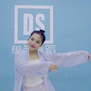 这么美的浪人琵琶怎么能让你们错过!!!#运动##舞蹈##音乐#,现在戳danse699送福利啦!98k,中国舞,爵士舞教程等待您的领取啦